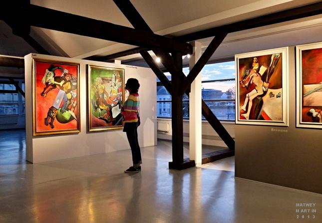 Tour de Gallery IV
