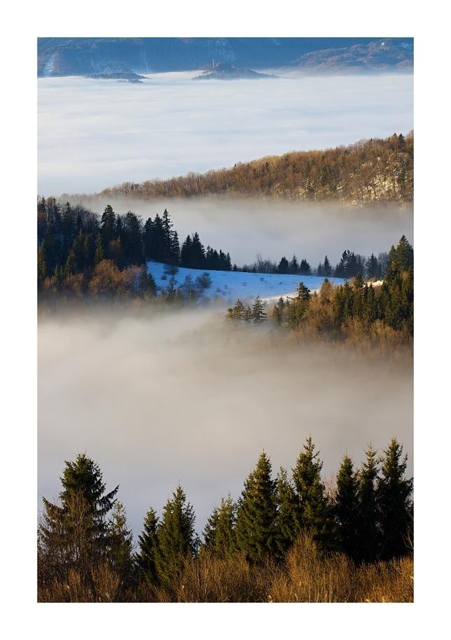 Medzi nebom a hmlou