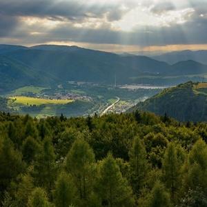 Krajina svetla nad údolím Hrona