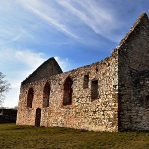 Haluzice ,románsky kostolík
