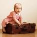 Malá dáma s kufrom.