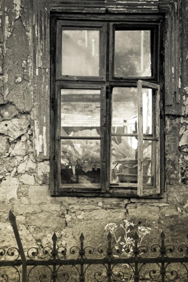 """""""Okno do dvora"""""""