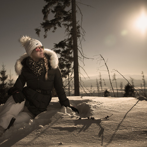 Sediac na snehu...