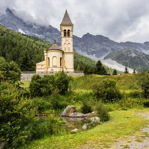 Kostelík v Dolomitech.