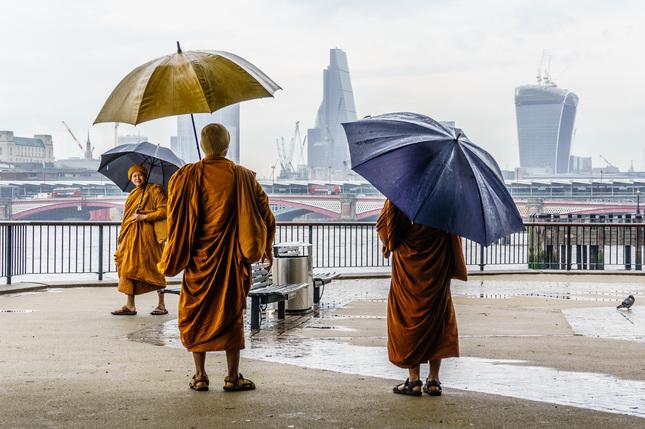 Mnisi  v Londyne