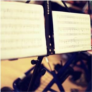 hudba medzi riadkami...