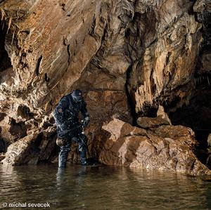 Prieskum zatopenych casti jaskyn