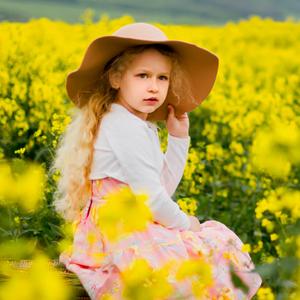 Dievčatko s klobúkom