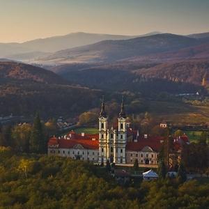 Večer nad kláštorom