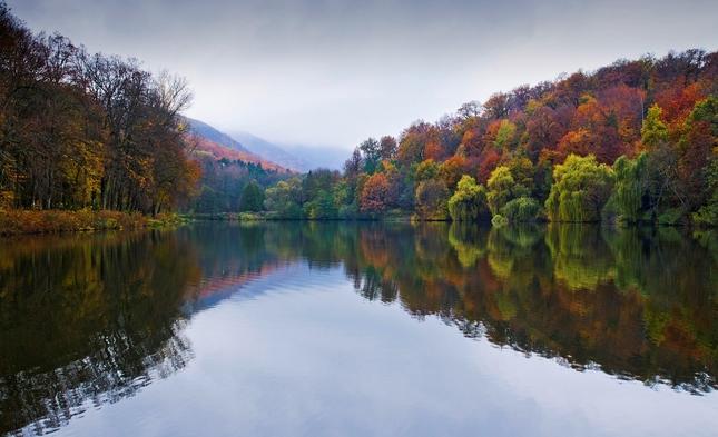 Jeseň v jazere vykúpaná