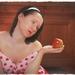 dievča  s jablkom