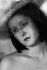 dievča  s klobúkom
