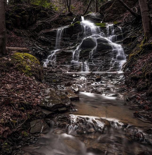 V dolinách voda tečie