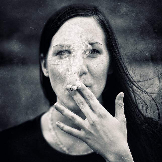 Negativ Smoker Girl