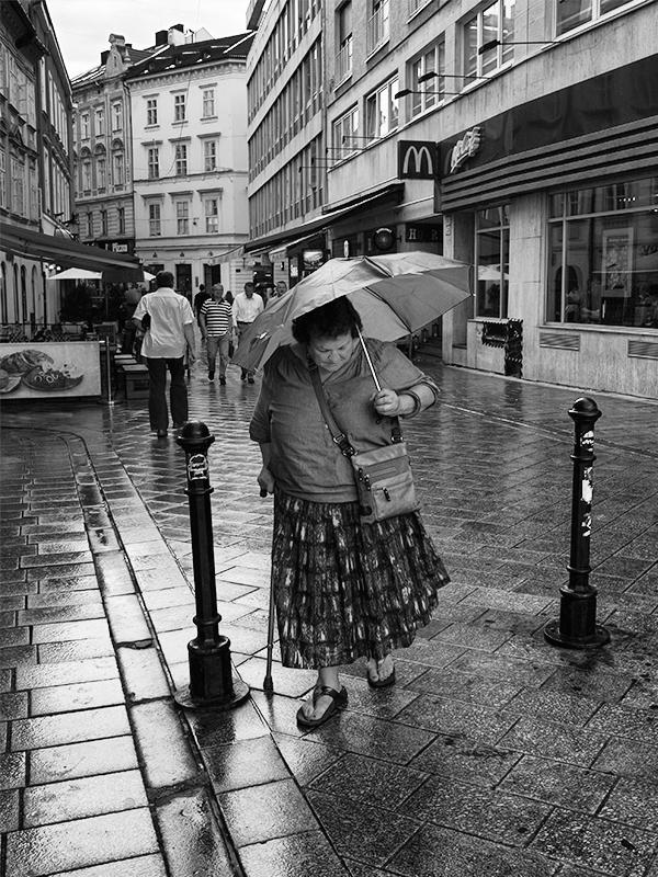 V uliciach..