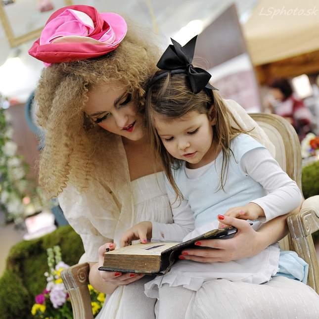 Dievčatko s knihou
