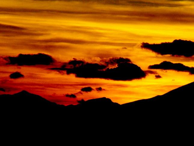 zapad slnka za horami
