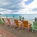 Stoličky na pláži