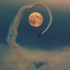 Let okolo Mesiaca...