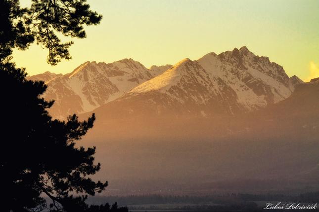 Zlatý západ slnka