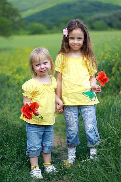 dievčatká s kvetmi