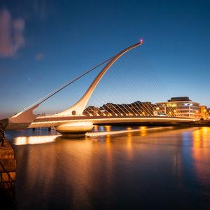 Večerní Dublin.