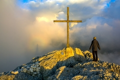 """Cesta """"hore"""" vedie cez kríž"""