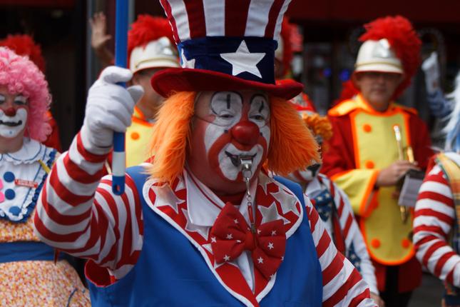 sprievod klaunov