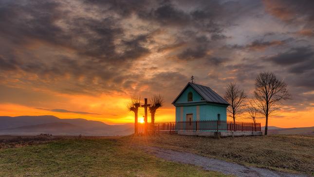 Západ slnka pri kaplnke