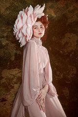 Dáma v ružovom klobúku