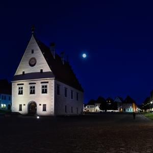 Na prechádzke nočným mestom
