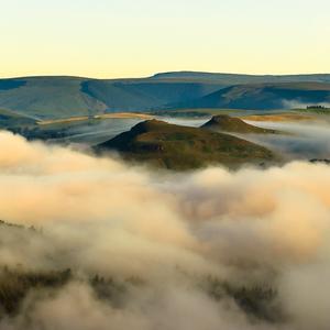Zahmlené hory a lúky ... II