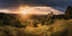 Podvečer pri Čachtickom hrade
