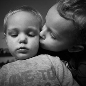 súrodenecká láska