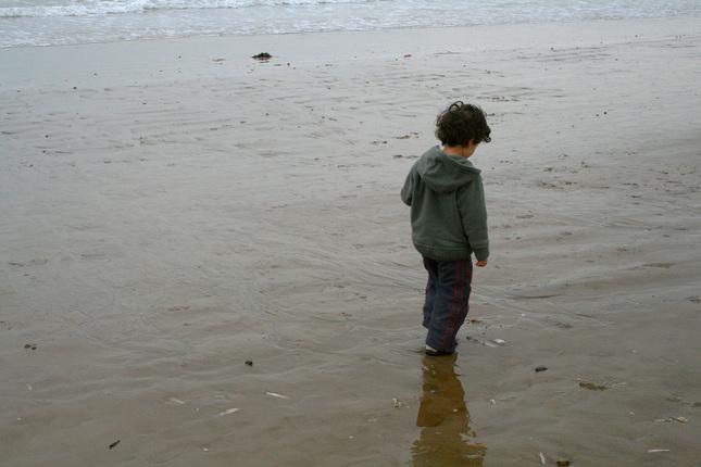 malý smutný chlapec