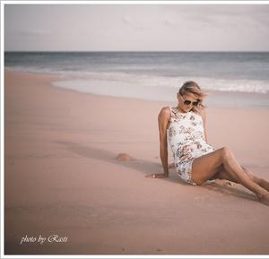 Na plazi I.