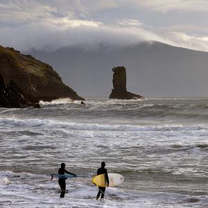 váhajúci surferi