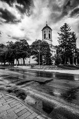 Nad kostolom sa zmráka
