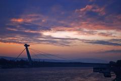 Západ nad mostom