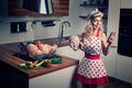 Zaneprázdnená žienka domáca