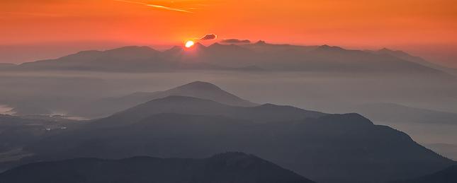 Slunéčko sa prediera cez tatry
