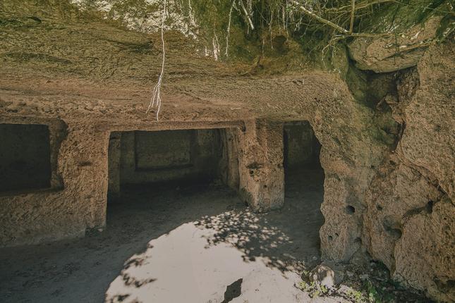kamenné obydlie Lišov