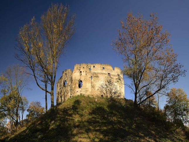 Krásna jeseň - Považský hrad