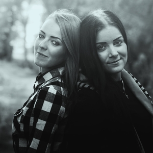 Kamila a Monika II. b&w