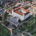 BA hrad - vo farbe a s turistami