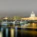 Paris dans la nuit brumeuse
