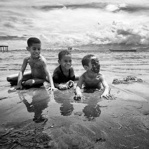 Traja šraci na pláži II