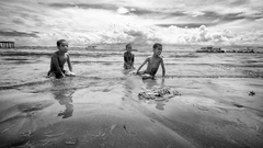 Traja šraci na pláži