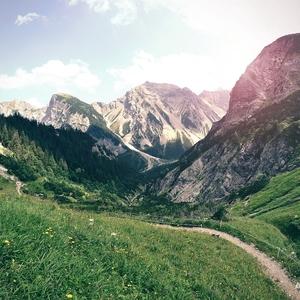 Po horách, nie našich...