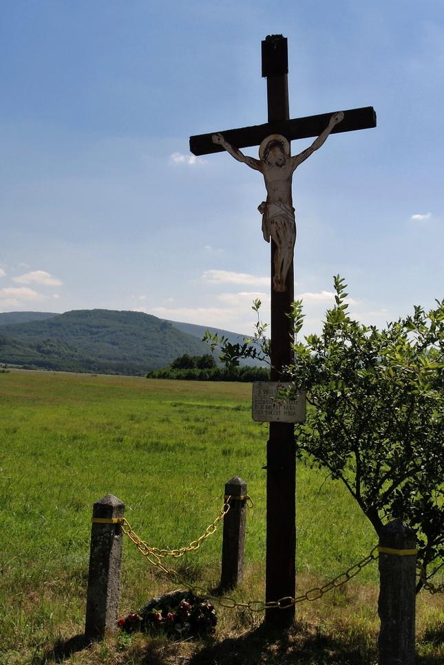 Kríž pri ceste